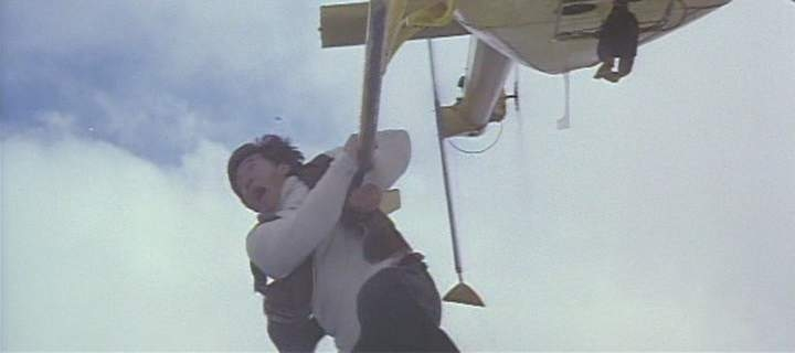 Первый удар / Полицейская история 4 (Стандартная американская + Полная Гонконгская версии) / Ging chaat goo si 4: Ji gaan daan yam mo / First Strike  (Standart + Full Hong Kong Version) (1996) DVDRip