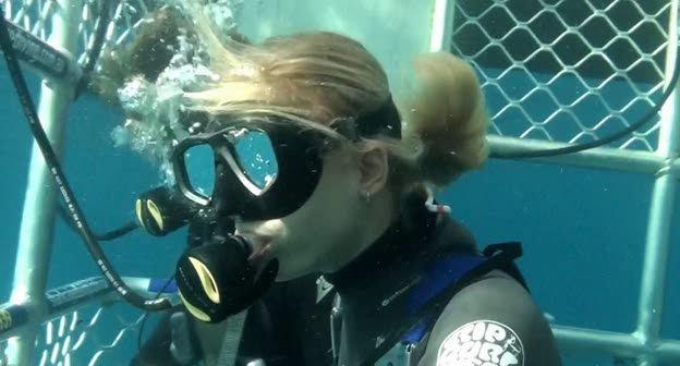 Над глубиной: Хроника выживания / Cage Dive (2017) WEB-DLRip | WEB-DL 720p | WEB-DL 1080p